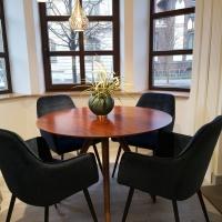 Komplektas stalas ir 4 kedes